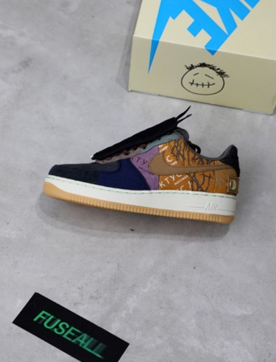 NIKE x TRAVIS SCOTT AIR FORCE 1